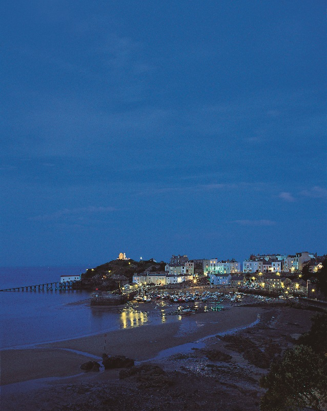Tenby_Harbour_by_night